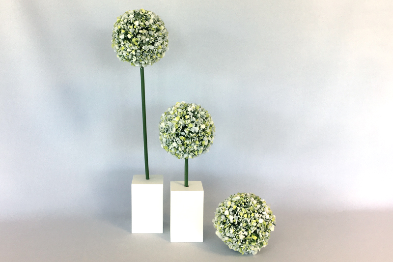 Lot de 2 branchages argentés perles blanches. 2 hauteurs 45 / 25 cm (peut être ajustées à la demande).