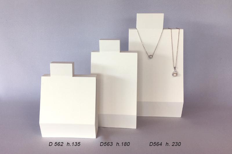 Les bustes pour les colliers et chaînes pendentifs.