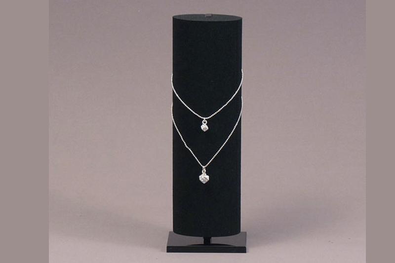 Les supports pour colliers et pendentifs