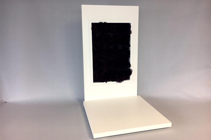 Un ensemble sol + fronton  pour vitrine haute.